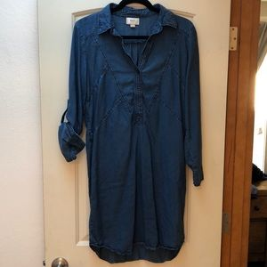 Denim Dress with foldable sleeves.